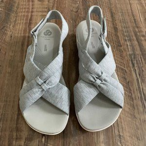 Clarks Cloudsteppers Sandals Size 9 Light Gray
